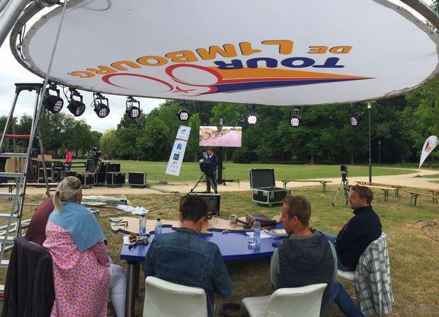 Het L1TV-programma Tour de L1mbourg in Baarlo op maandag 15 juli tijdens koel weer